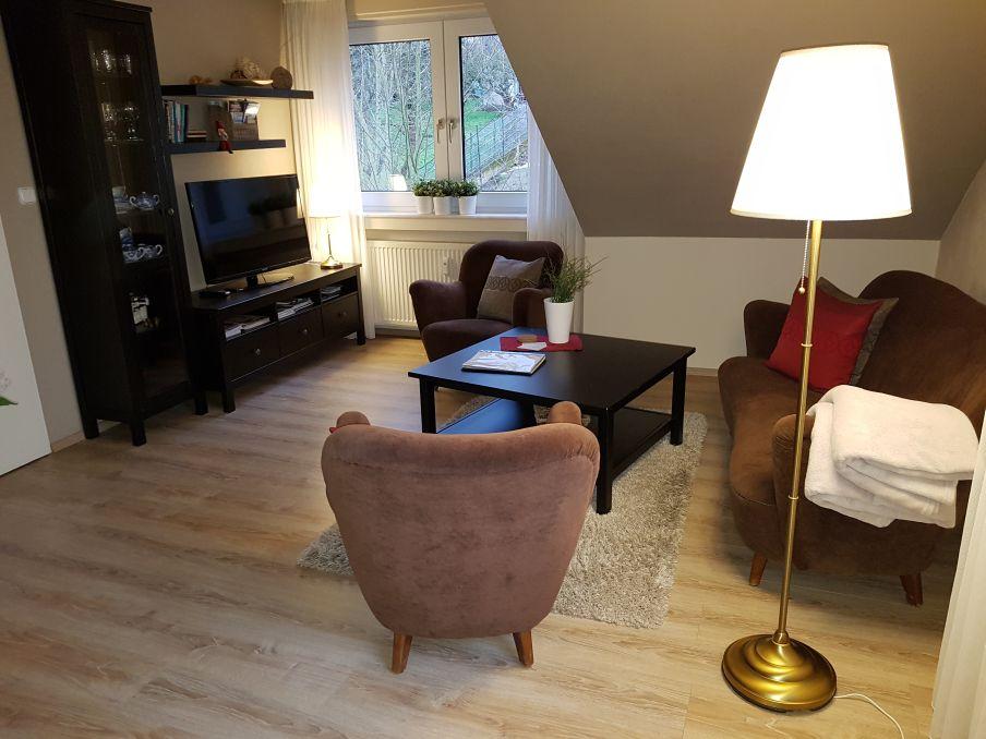 Kombinierter Wohn-/Schlafraum mit Sitzbereich