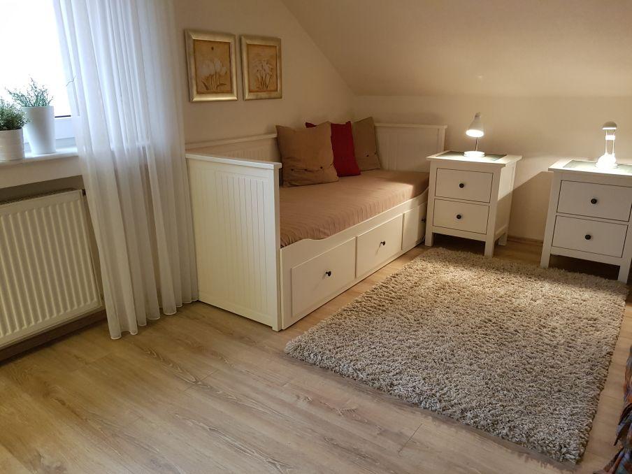 Kombinierter Wohn-/Schlafraum mit 80x200 Bett