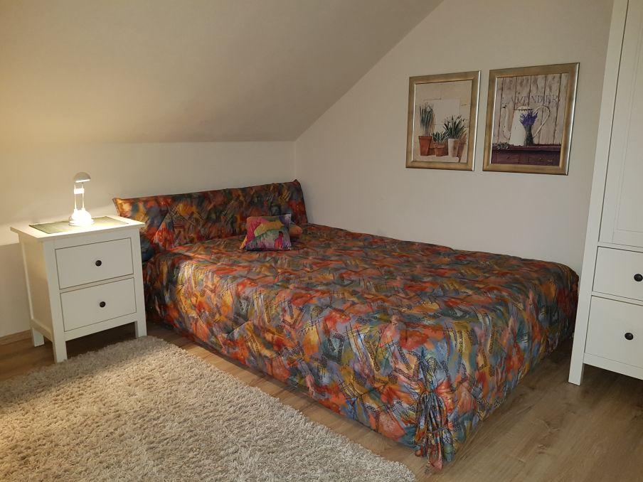 Kombinierter Wohn-/Schlafraum mit 140x200 Bett