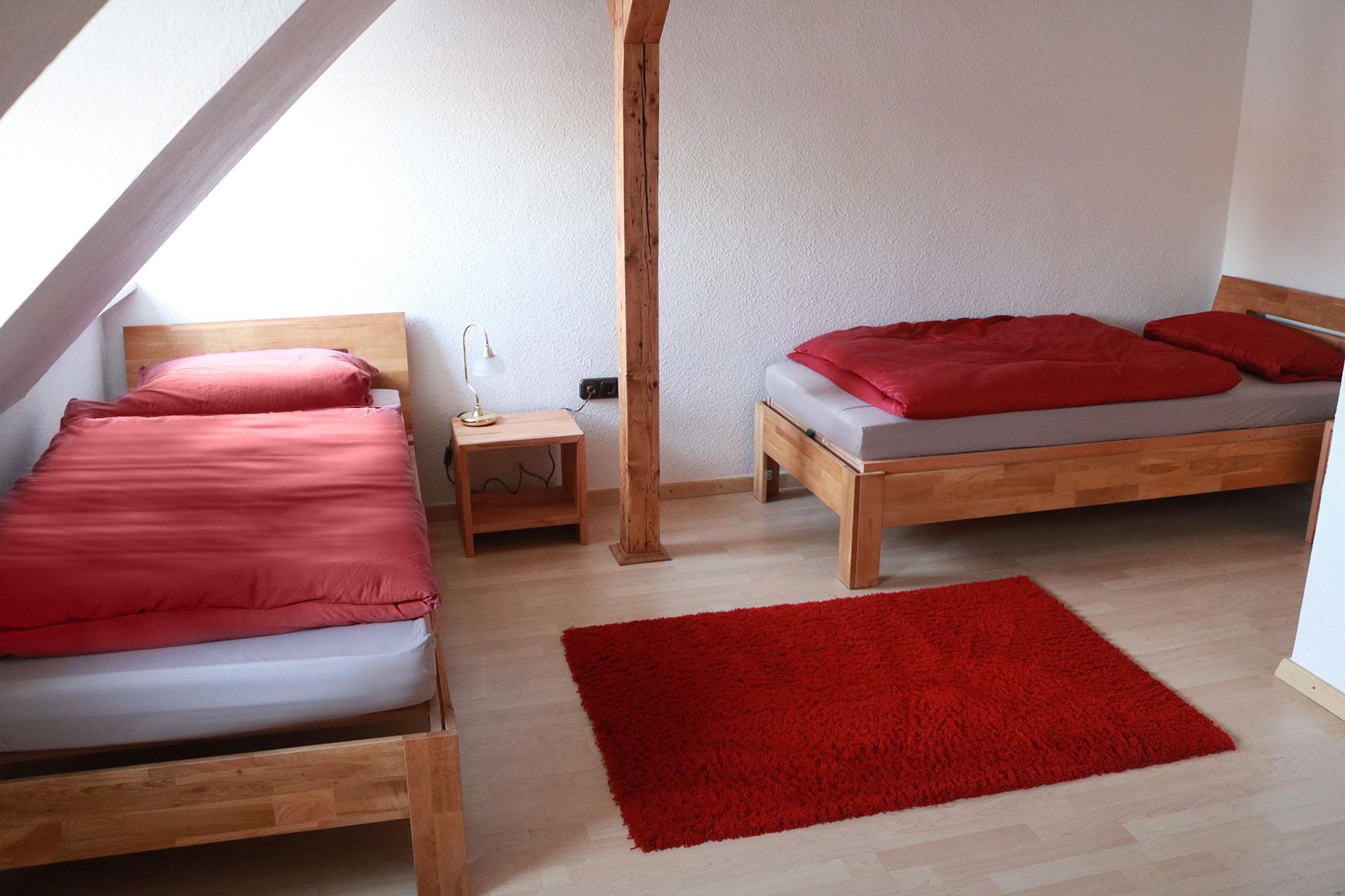 Schlafzimmer, die Betten können auf Wunsch auch zusammengestellt werden